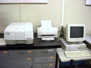 ダブルモノクロ紫外可視分光光度計