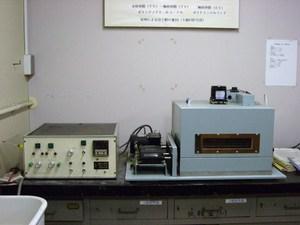 高分子フィルム二軸延伸器